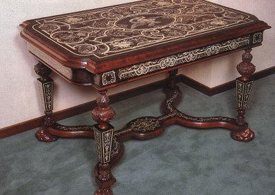 Tavolo in ebano, mogano e avorio appartenuto alla famiglia del Re Faruk
